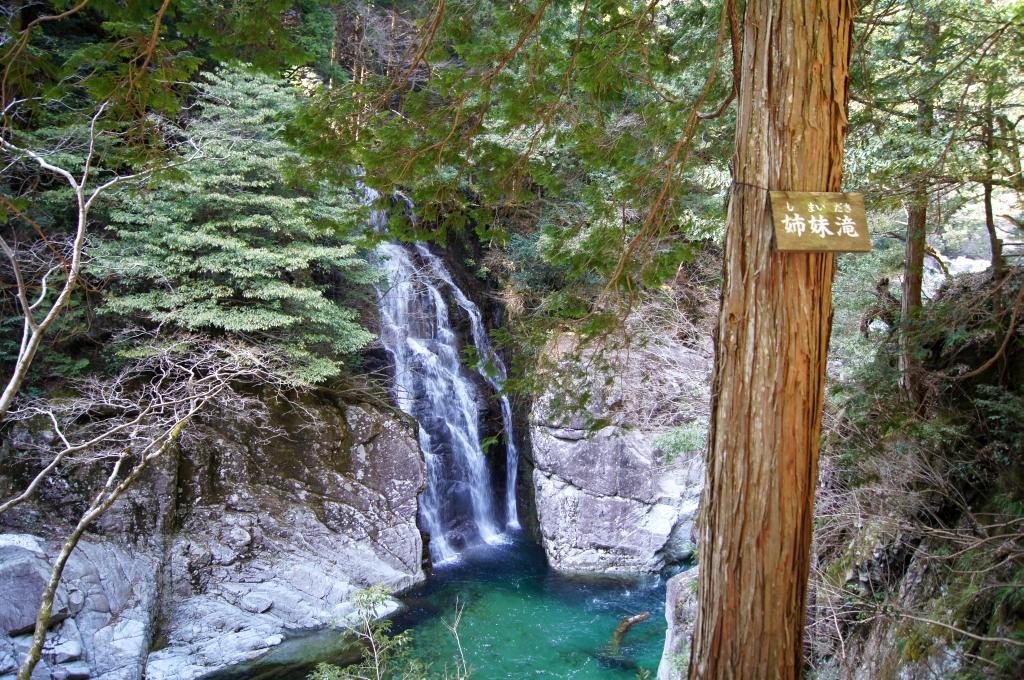 三段峡の「姉妹滝」。2011年3月撮影