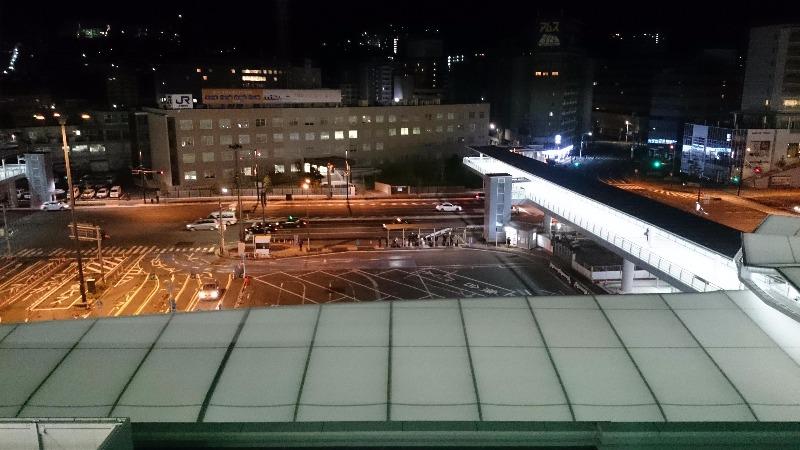 早朝の広島駅屋上駐車場より