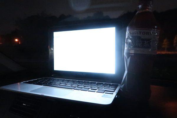 車の中のパソコン