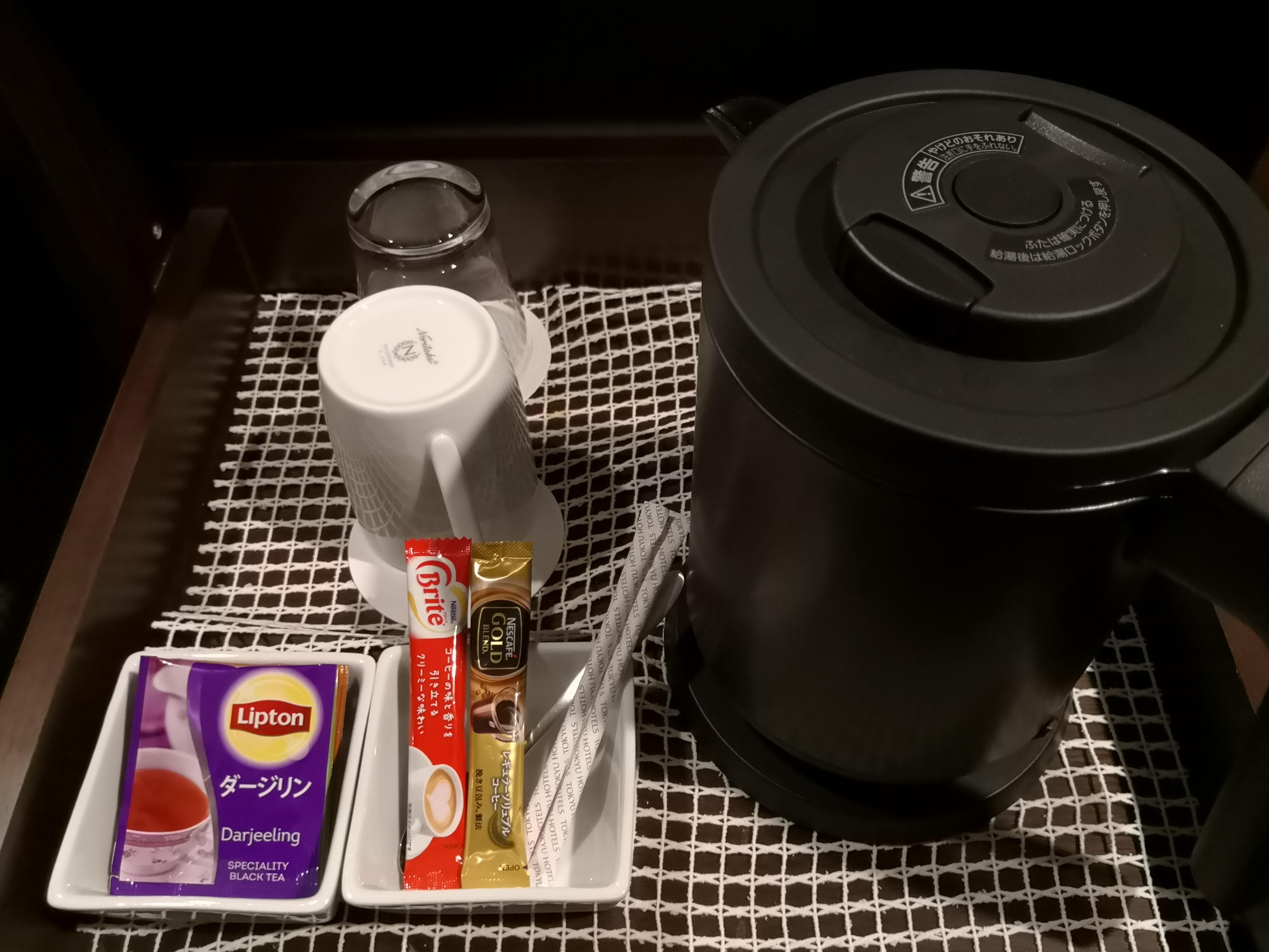 電気ケトルとコーヒー・お茶のパック