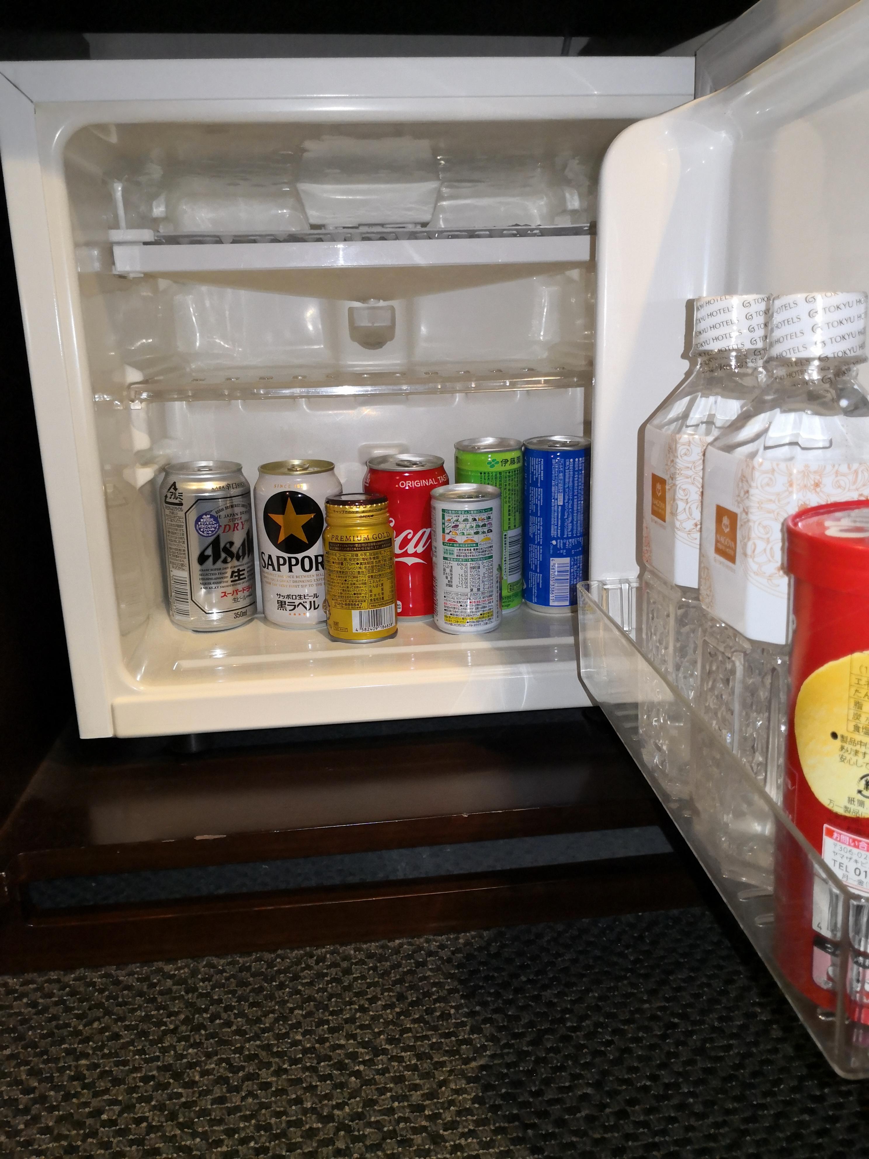 有料ドリンクが入っている冷蔵庫
