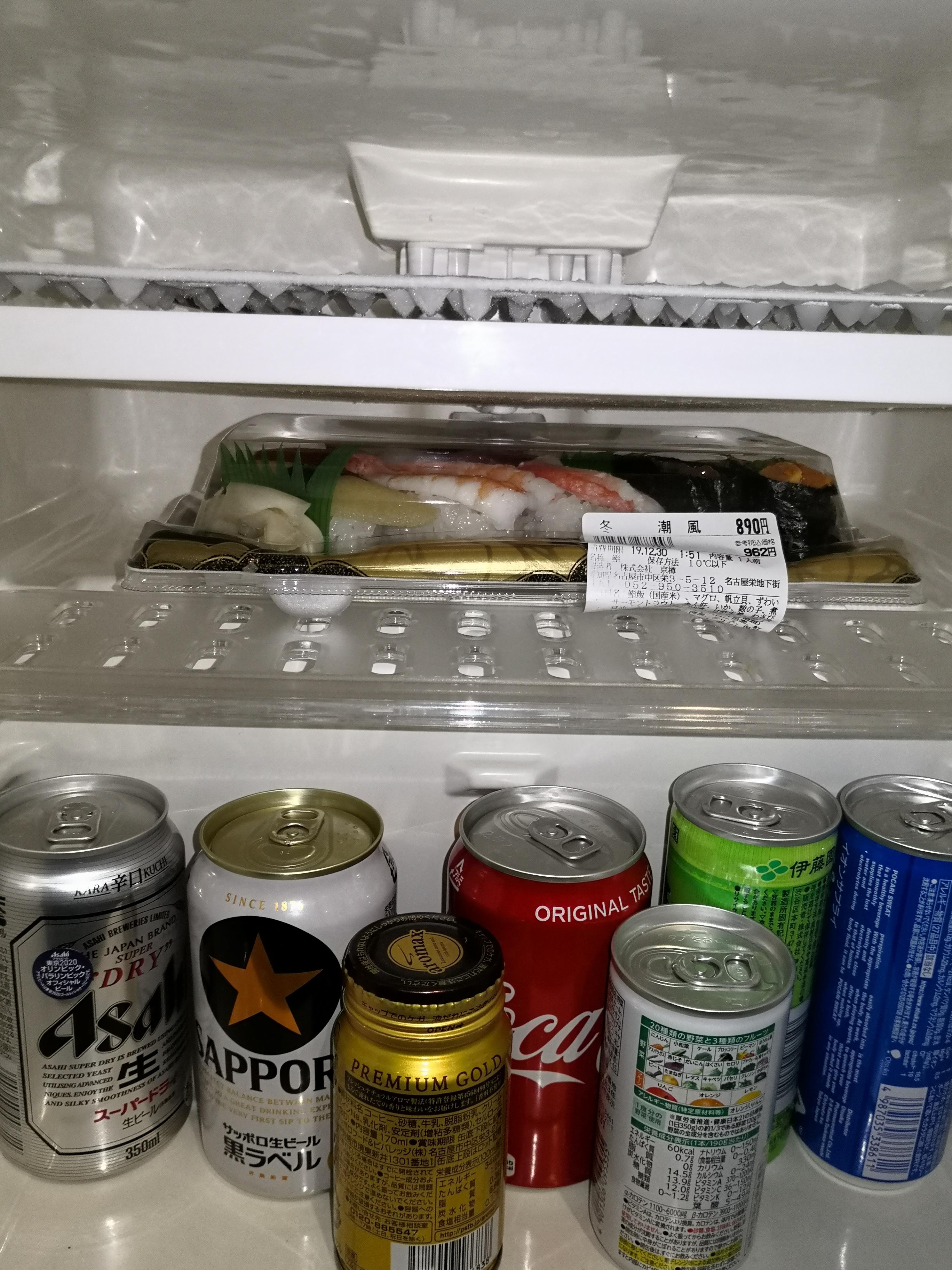 冷蔵庫にパック寿司を入れたところ